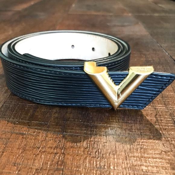 fcbd86d08a5 Authentic Louis Vuitton Essential V Belt, M9021